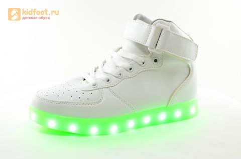 Светящиеся высокие кроссовки с USB зарядкой Fashion (Фэшн) на шнурках и липучках, цвет белый, светится вся подошва. Изображение 7 из 27.
