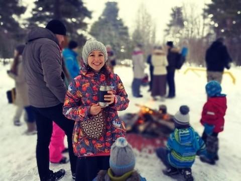 Очаровательная Светлана Суранова в куртке