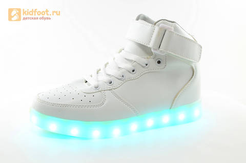 Светящиеся высокие кроссовки с USB зарядкой Fashion (Фэшн) на шнурках и липучках, цвет белый, светится вся подошва. Изображение 6 из 27.