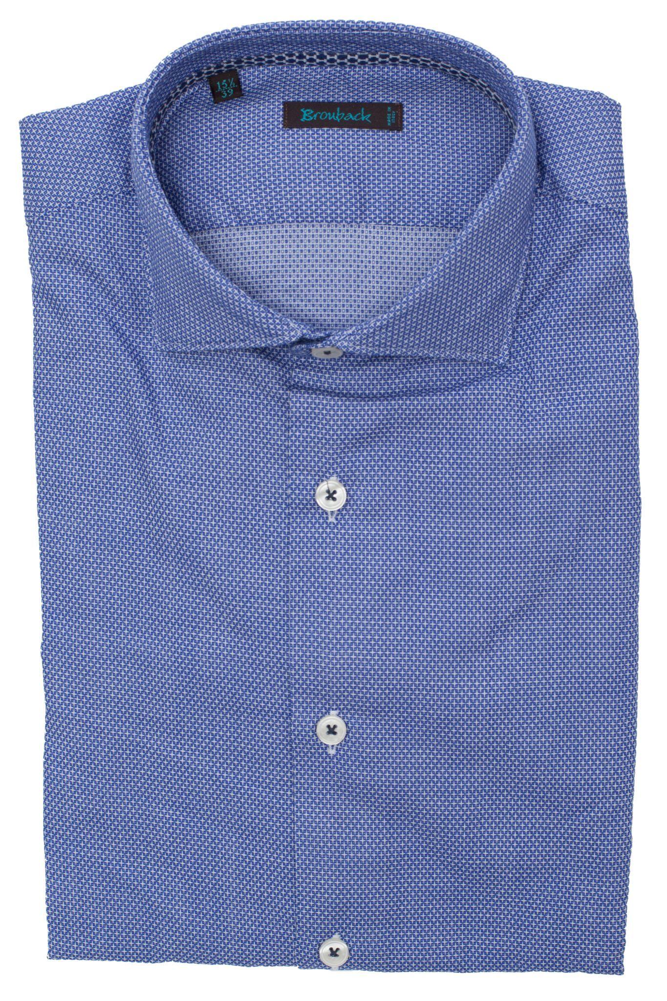 Голубая рубашка с мелким белым геометрическим узором