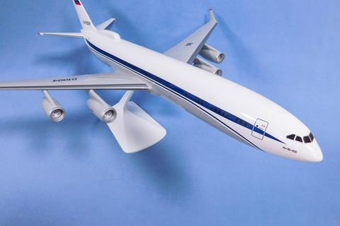 Модель самолета Ил-96-400ПУ(М1:100, ФСБ России)