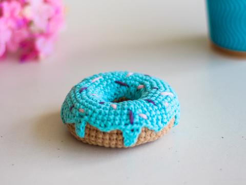 В'язаний донат, декоративний пончик - бірюзовий