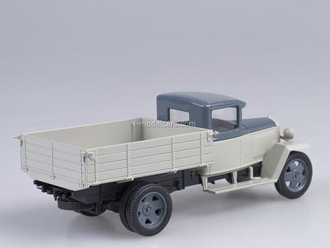 GAZ-MM 1946 white-blue 1:43 Nash Avtoprom