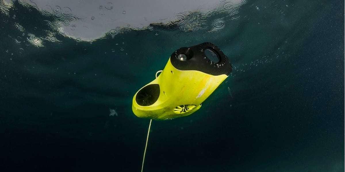 Подводный дрон FIFISH P3 в воде