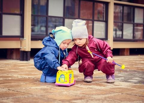 Непромокаемый комбинезон для детей ягодный