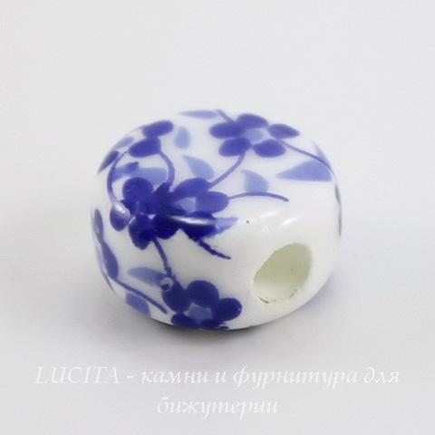"""Бусина фарфоровая круглая плоская """"Незабудки"""", цвет - белый с синим, 12х7 мм"""