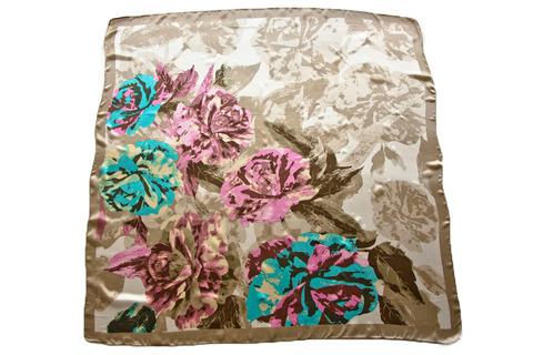 Итальянский платок из шелка зеленый с цветами 4301