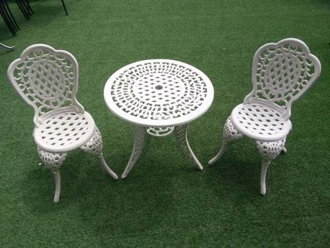 Комплект литой мебели «Лион»