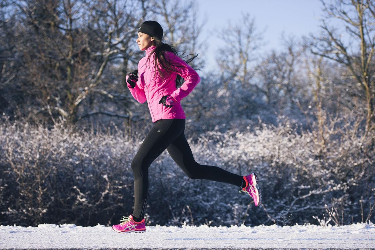 Женский беговой костюм с ветрозащитой Asics Winter Hybrid (114518 0692-124788 0692) розовый фото
