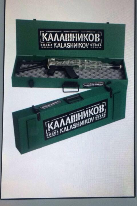 КАЛАШНИКОВ. ВОДКА. 0,7 Л. ПОДАРОЧНЫЙ НАБОР