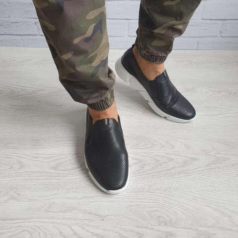 Перфорированные кожаные кроссовки
