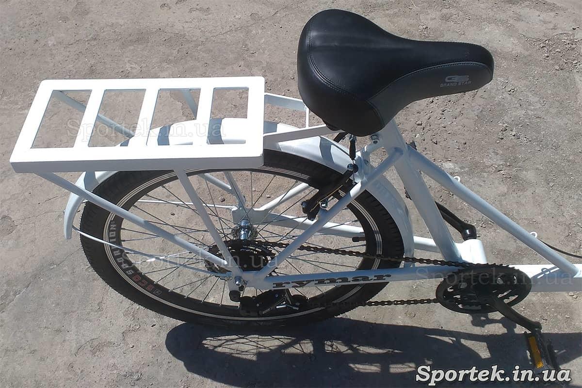 Дополнительный задний багажник у грузового велосипеда 'Кофейный'