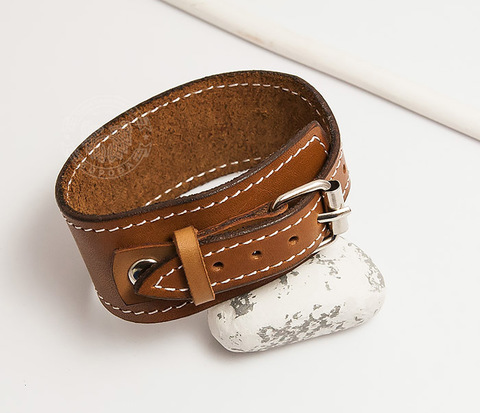 BL402-2 Кожаный браслет ручной работы с металлической застежкой.
