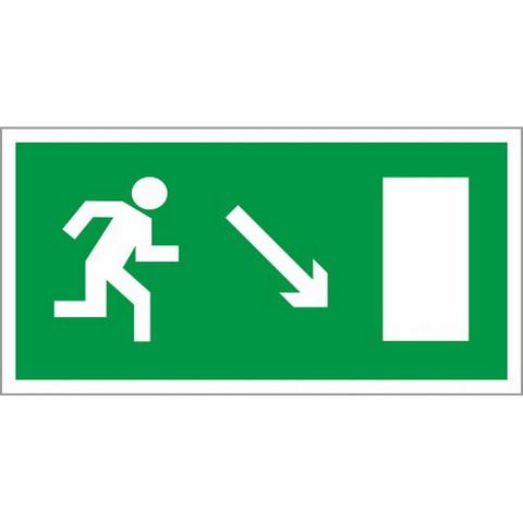 Знак безопасности E07 Направл.к эв.вых.направо вниз(плёнка,ф/л,300х150)