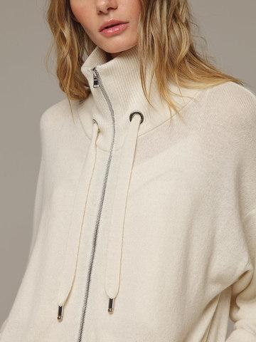 Женский белый джемпер на замке с высоким горлом из 100% кашемира - фото 2