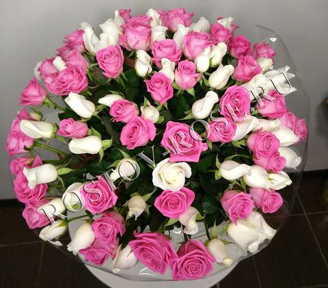 Букет из 51 местной розы сорта Акито и Аква