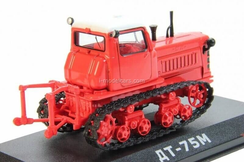 Tractor DT-75M first generation 1:43 Hachette #42