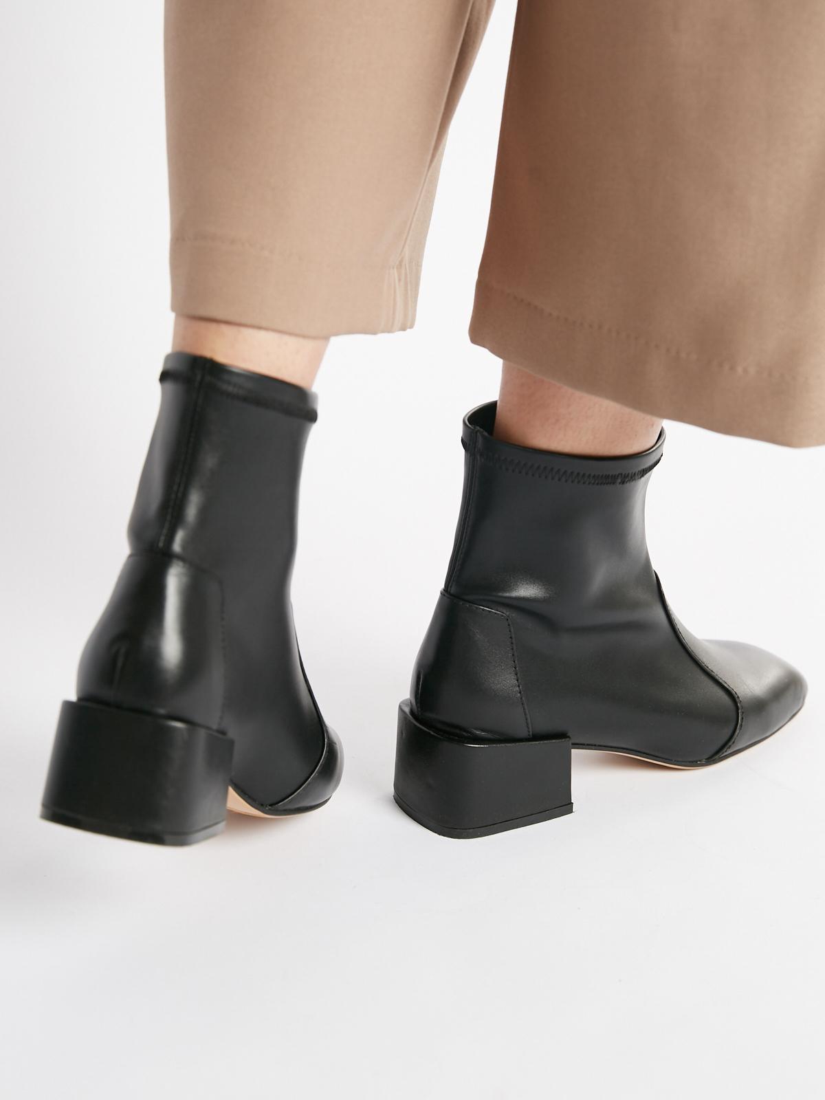 Ботинки кожаные с квадратным каблуком