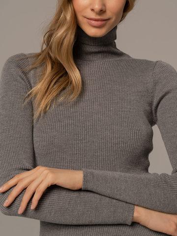 Женский свитер светло-серого цвета из 100% шерсти - фото 4