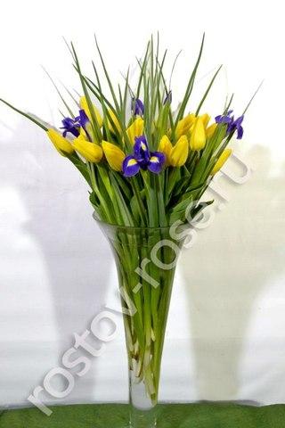 Букет жёлтых тюльпанов с ирисами