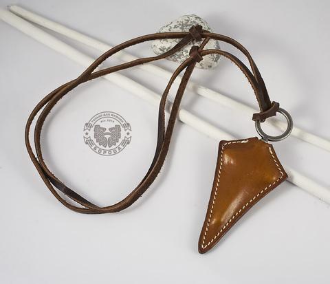 PL256 Подвеска на шнурке с крестом, вшитым в кожу