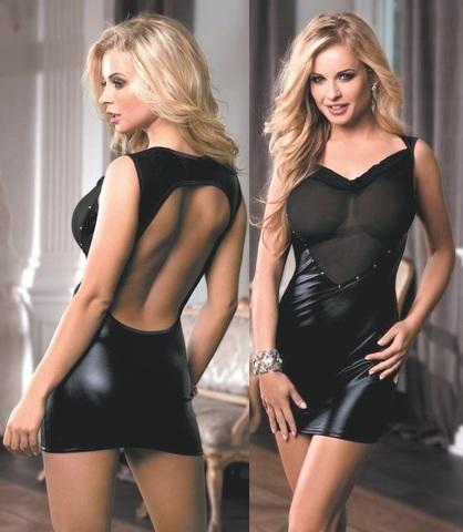 Откровенное платье с прозрачной вставкой и открытой спиной