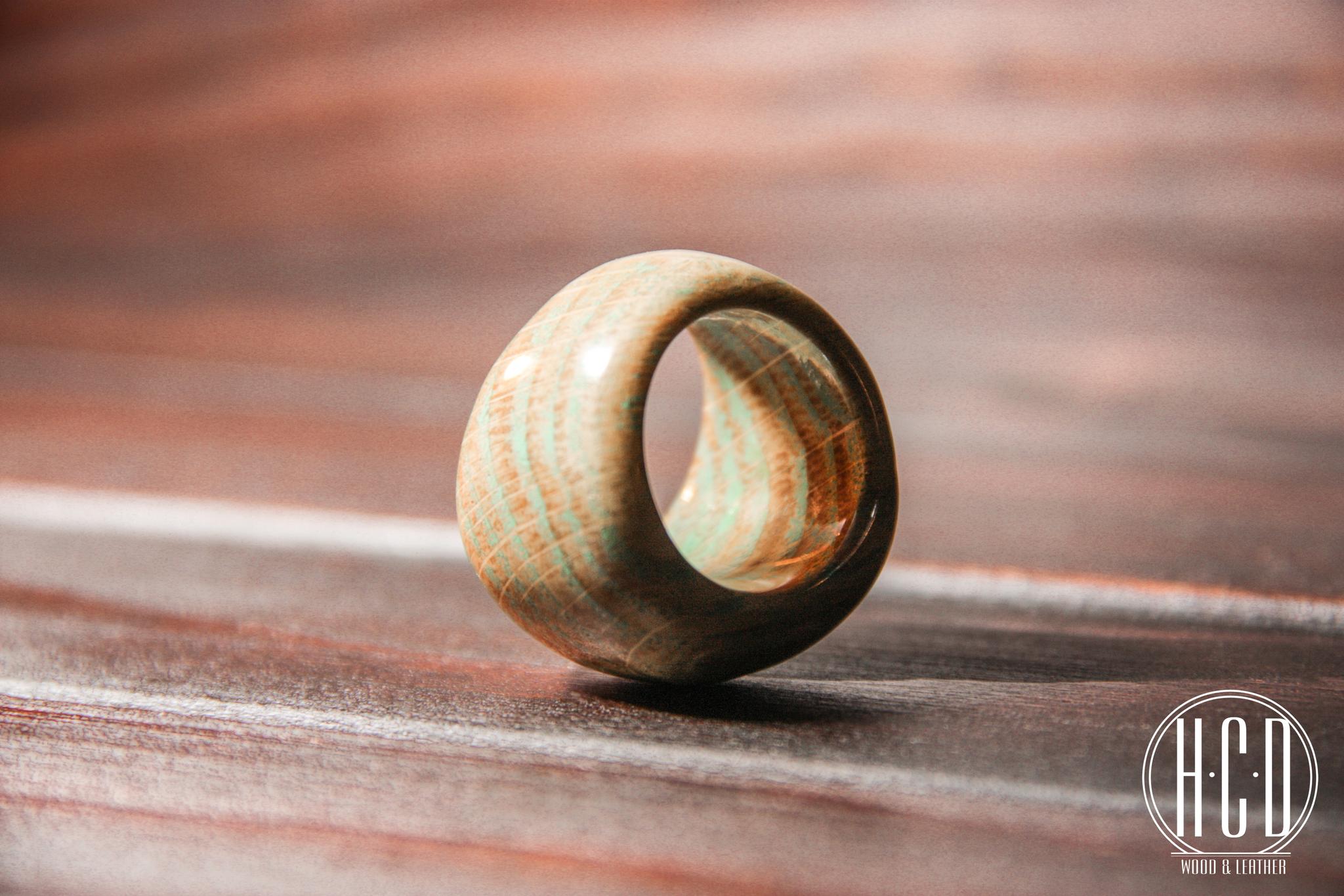 Деревянное кольцо с прокрашенными волокнами (Дуб)
