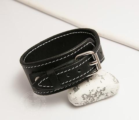 BL405-2 Черный браслет ручной работы с белой нитью.