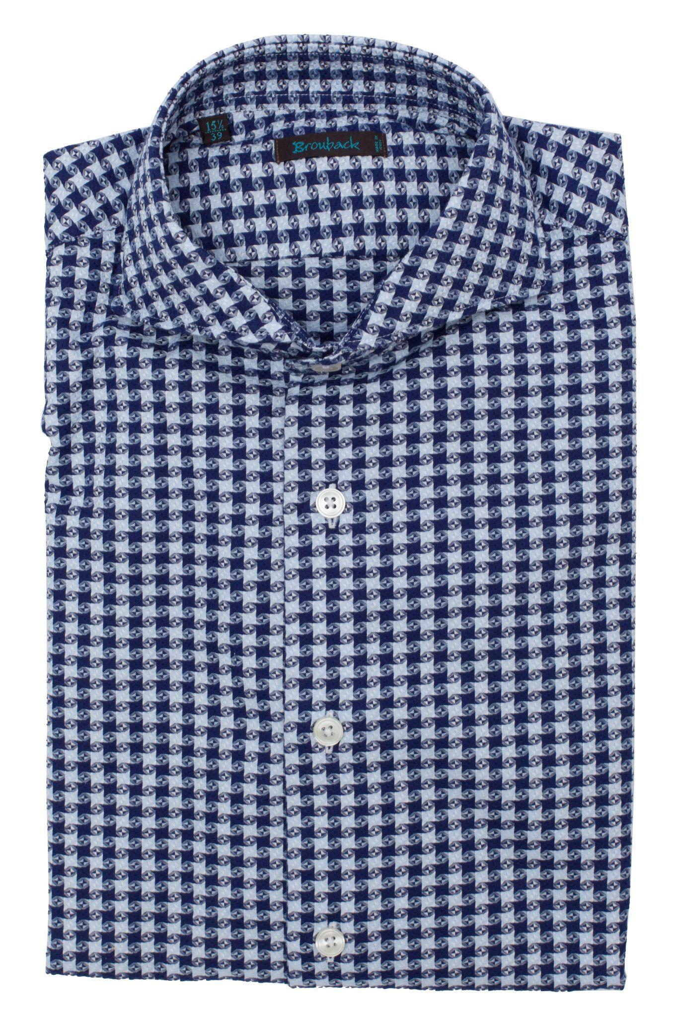Белая рубашка в сложно-сочиненную синюю клетку