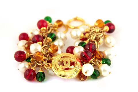 Красивый браслет с белым жемчугом, красным, зеленым и светло-коричневым стеклом Грипуа.