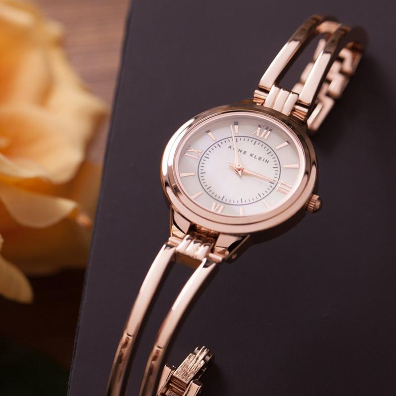 Anne klein tpgb женские наручные часы в круглом комбинированном корпусе на браслете из нержавеющей стали с pvd покрытием и керамики.