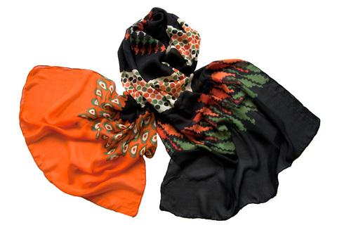 Палантин оранжево-черный из вискозы 0503