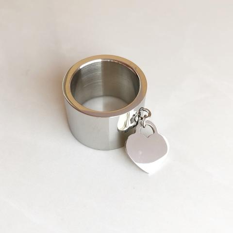 Кольцо классическое с сердечком, серебряный цвет