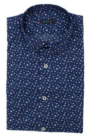 Синяя рубашка с красно-белым цветочным узором