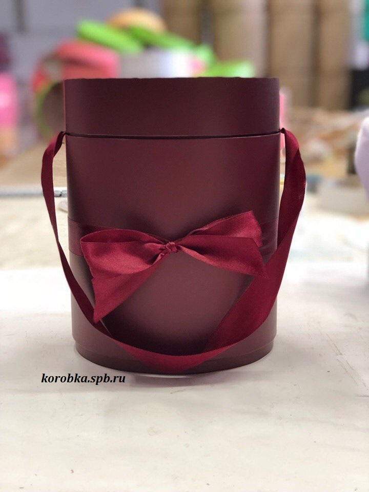 Шляпная коробка D 16 см .Цвет: бордо . Розница 400 рублей.