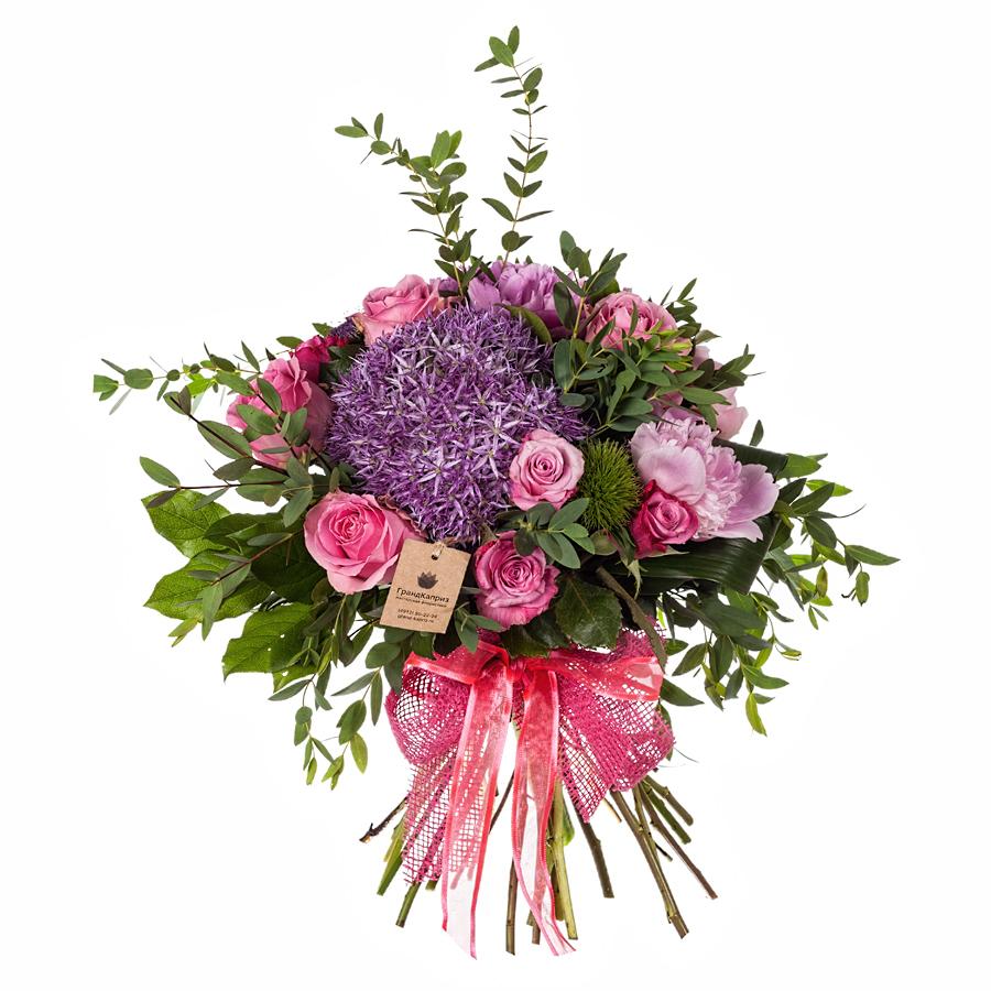 Дизайнерские букет из гвоздик и роз, кустовых роз каталог
