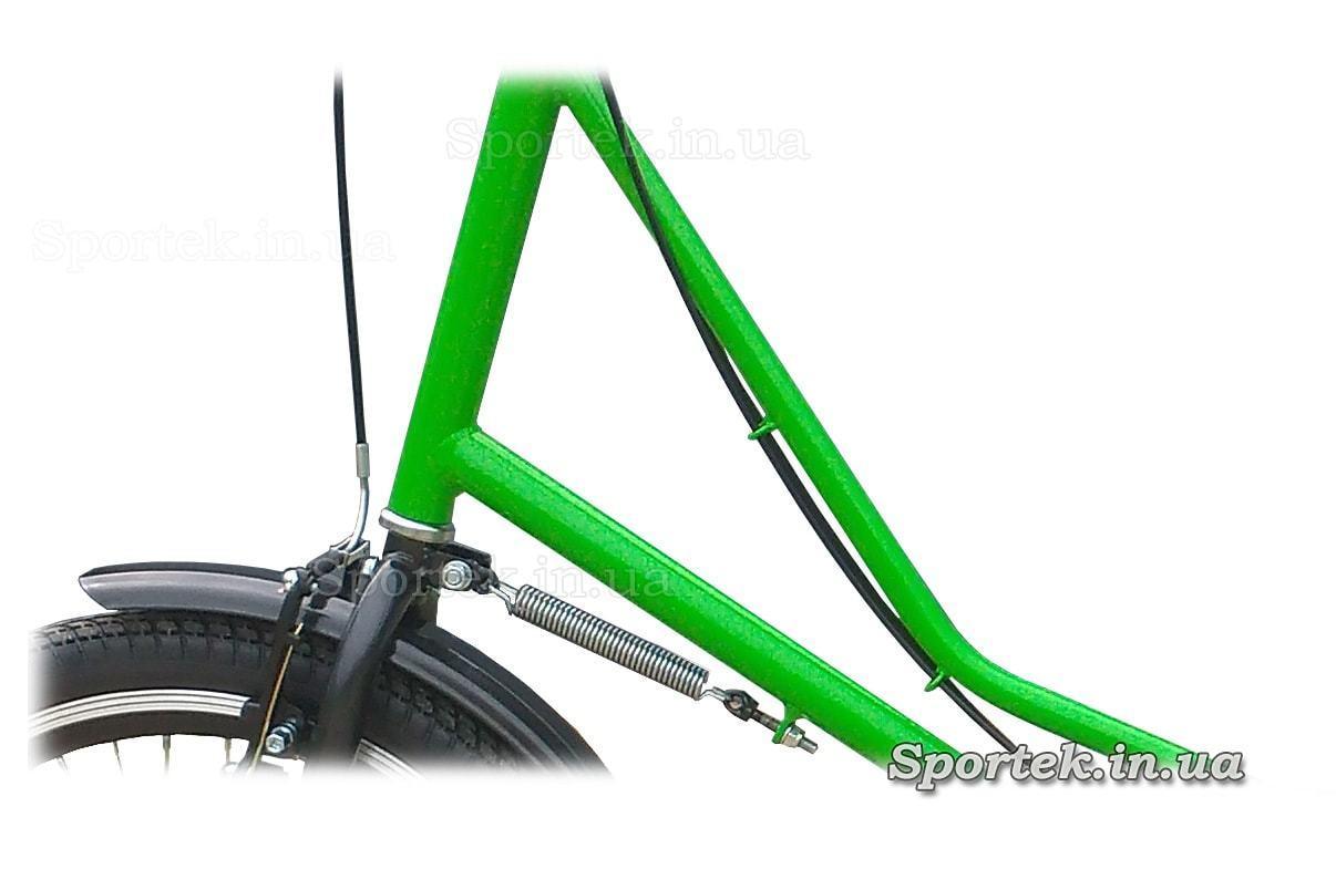 Доводчик руля на трехколесных велосипедах серии 'Городской с корзинкой'
