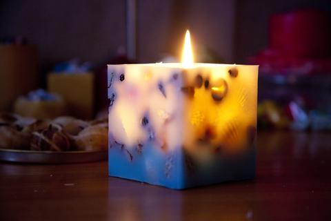 Свеча с Ракушками куб