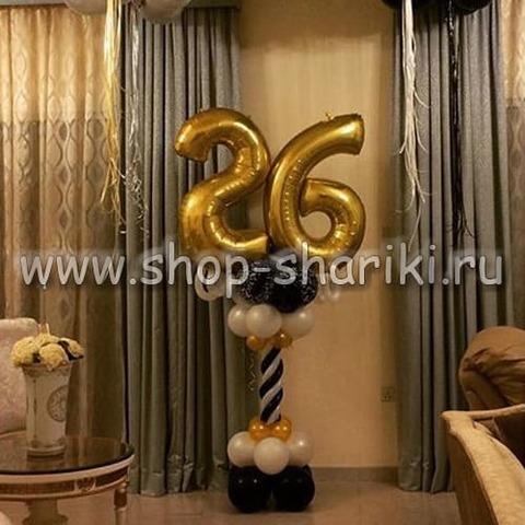колонна из шаров с цифрой 26