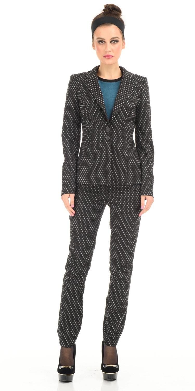Жакет Д475-140 - Приталенный жакет на подкладке с застежкой на две пуговицы. Фактурная жаккардовая ткань и классическая форма идеально подходят для фигур любого типа. Прекрасный вариант для офиса и на каждый день. Отлично сочетается как с классическими юбками, брюками или платьям, так и с зауженными брюками или джинсами.