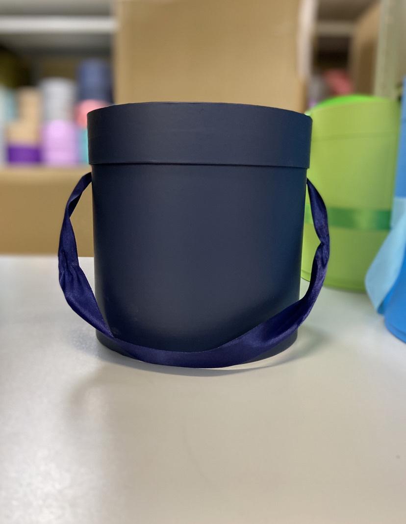 Шляпная коробка эконом вариант 20 см Цвет: Темно синий . Розница 350 рублей .
