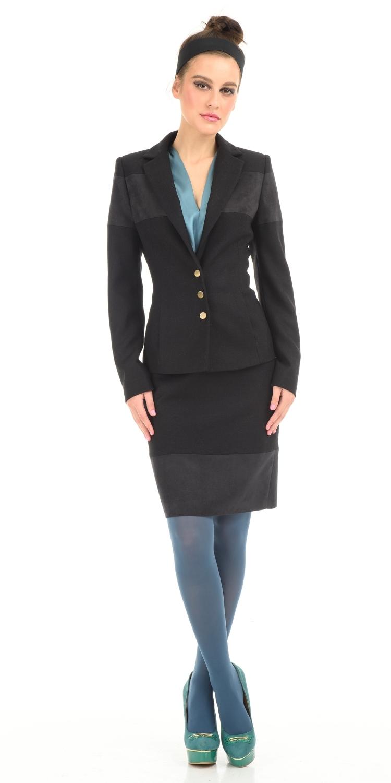 Жакет Д477-180 - Жакет на подкладке приталенного силуэта. Плотная шерстяная ткань, с отделкой из искусственной замши, хорошо согревает и держит тепло в холодную погоду. Хорошо смотрится как с классическими юбокой или брюками, так и с джинсами и ботинками в стиле Casual. По бокам врезные карманы,  застежка на металлические кнопки.