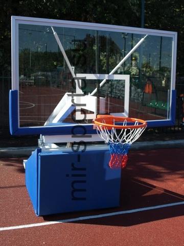 Баскетбольная стойка со щитом мобильная