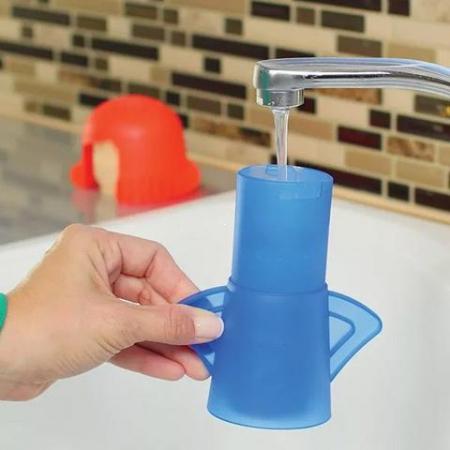 Наполните очиститель водой с уксусом
