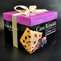 Кулич с кусочками лесных ягод в подарочной коробке Casa Rinaldi 750 г