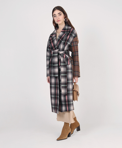 Клетчатое пальто с поясом