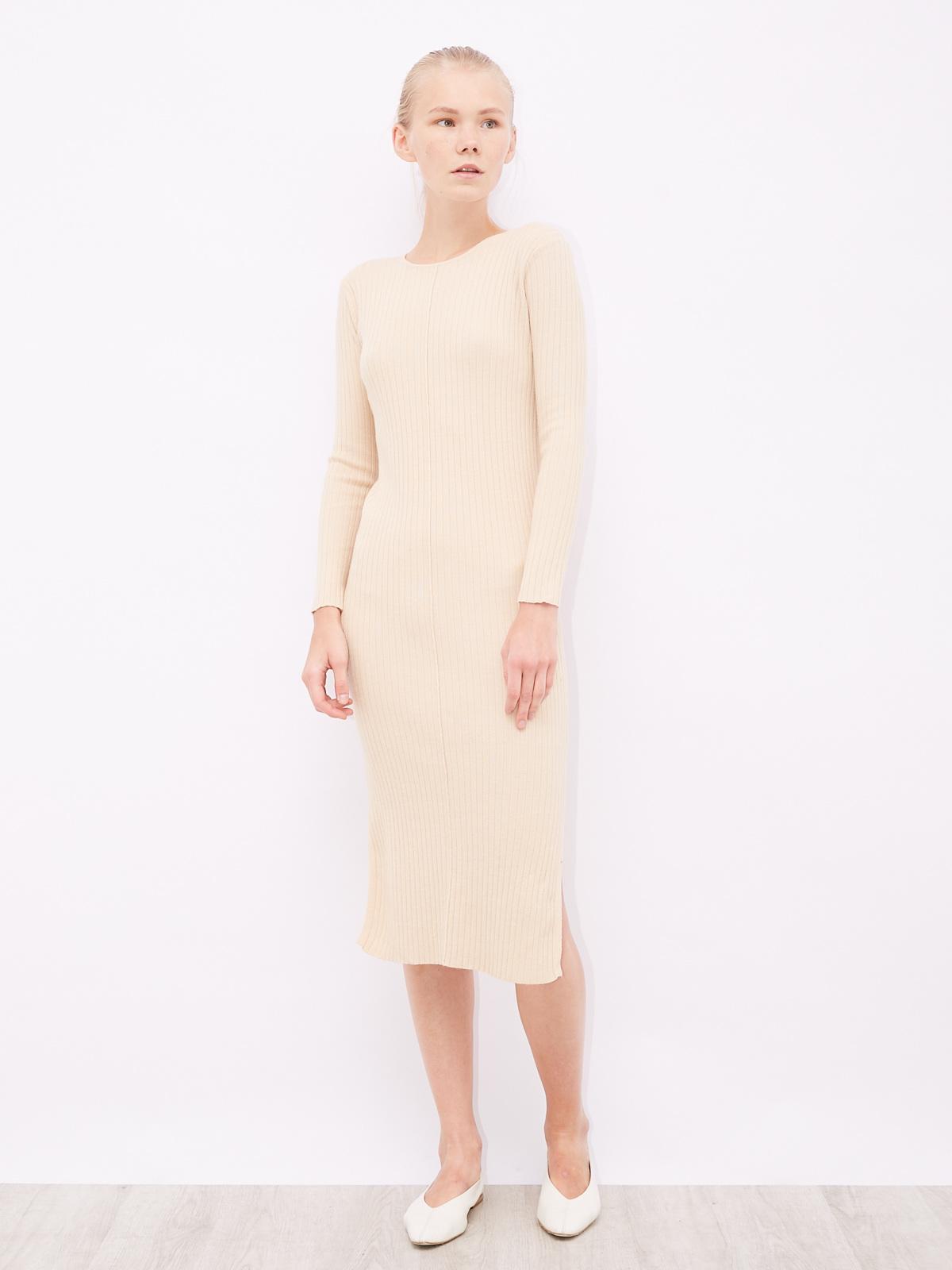 Платье в рубчик с разрезами по бокам