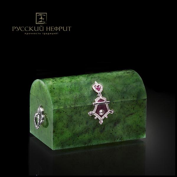 Шкатулка Сундучок из зелёного нефрита