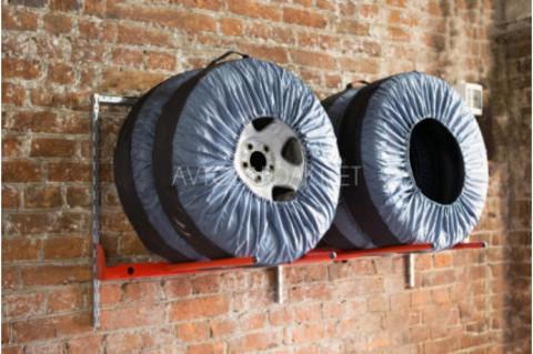 Настенный горизонтальный стеллаж IF для 4 колес