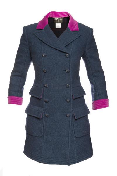 Стильное пальто из шерсти с отделкой из бархата цвета фуксия, 38 размер